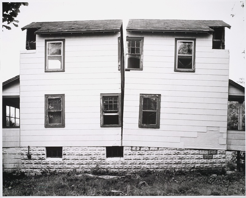 Gordon-matta-clark_split_house